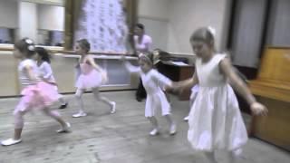 """Открытый урок детской хореографии в студии восточных танцев """"Ферюза"""" 27.12.13 - полька (1 группа)"""