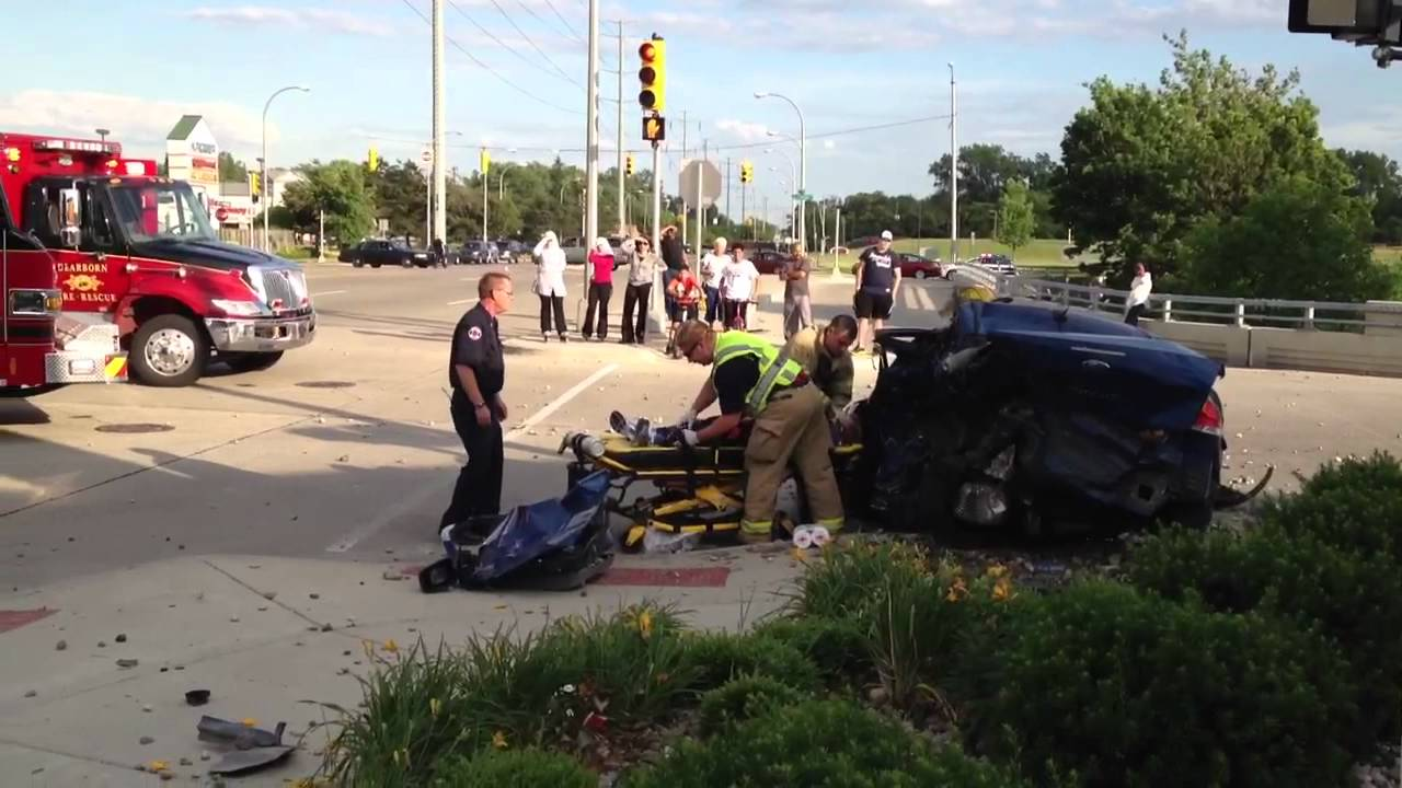 Using jaws of life, Accident, Dearborn MI