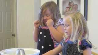 CUTE GIRLS MAKING COOKIES