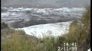 Riesige Flutwellen an ehemaligen Tagebau