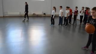 Обучение техники ведедния баскетбольного мяча. 3 класс.