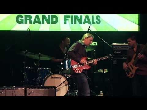"Derek Trucks Performs ""Meet Me In The Bottom"" At Guitar Center's King Of The Blues 2010"