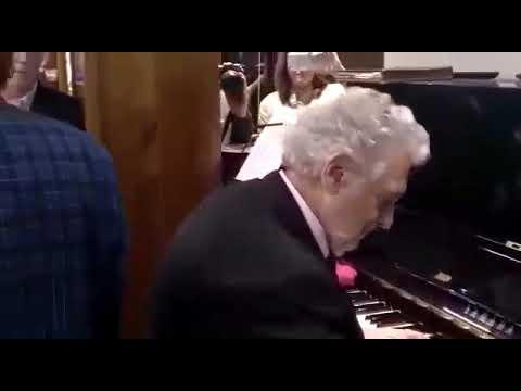 Granada con Plácido domingo en el piano y Arturo Chacón con bella voz de Tenor! Grandes los dos!!