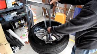 Repeat youtube video 手動タイヤチェンジャーでタイヤをはめてみました 2