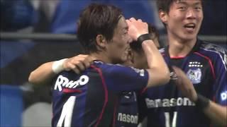 ゴール前に走り込んだ倉田 秋(G大阪)が後方からのパスを右足で流し込...
