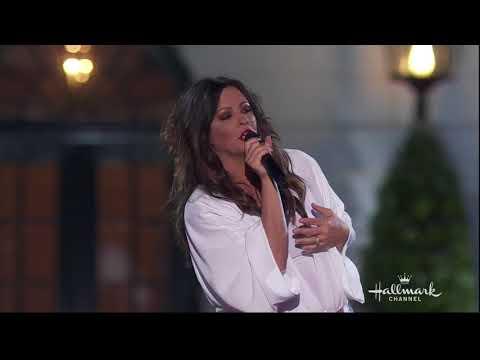 "Sara Evans sings ""Born To Fly"" at the Whitehouse, Washington DC - July 4, 2018"