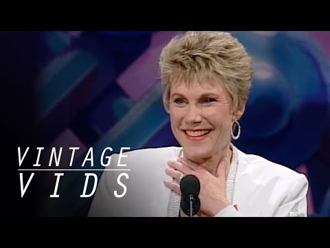 Vintage Vids: Anne Murray Inducted into The Canadian Music Hall of Fame (1993)  | JUNO TV
