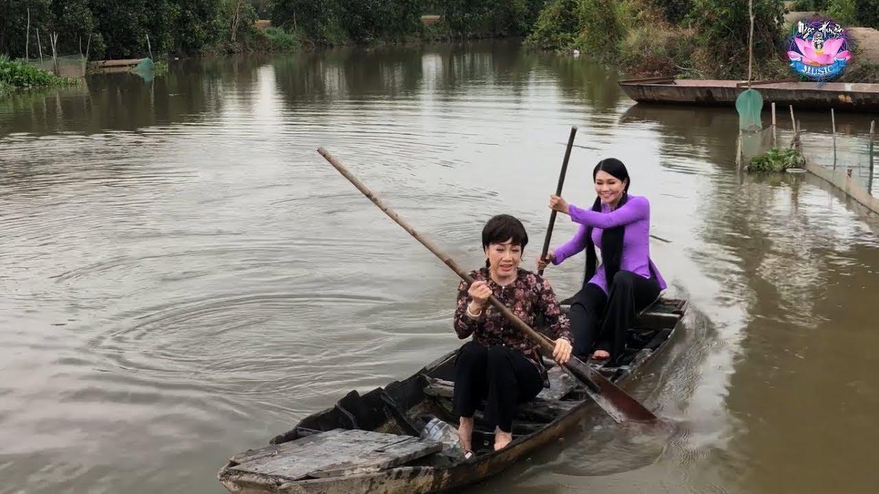 Ngọc Huyền, Phương Hồng Thủy Lần Đầu Tiên Chèo Xuồng Trên Sông Nước Miền Tây