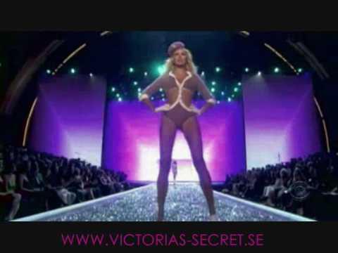 Victoria's Secret Fashion Show 2007 - Karolina Kurkova