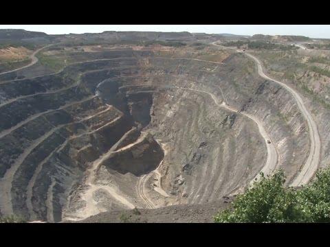 Медные руды Урала. Карьер Учалинского медно-цинкового месторождения