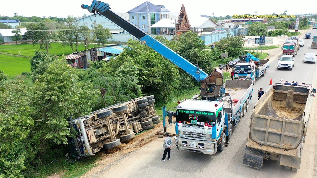 ឡានយីឌុបដឹកដីក្រឡាប់ធ្លាក់ផ្លូវផ្ងារជើង Hyundai dump truck overturned accident recovery by crane