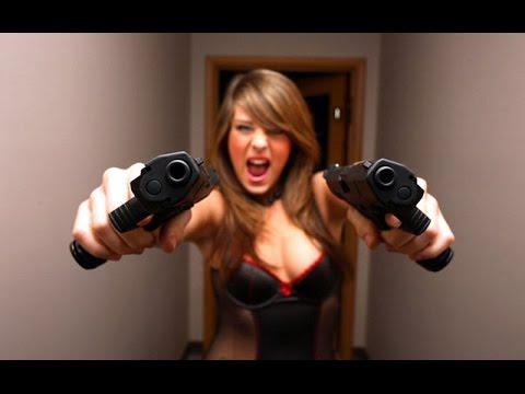 Красивые девушки с пистолетом