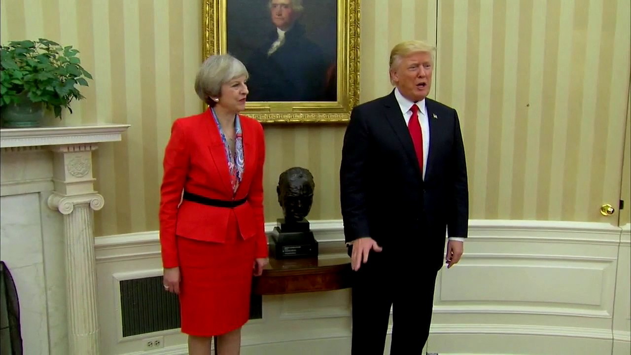 president in oval office. WATCH: President Donald Trump And Prime Minister Of UK Theresa May Inside Oval Office - YouTube In