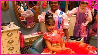 Laurinha Finge Brincar De Princesa Na Disney