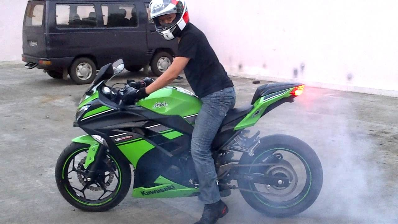 Burn Out Kawasaki Ninja 250 Fi Abs