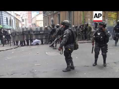 Medical students clash with police in Bolivia