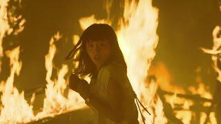 炎に囲まれる綾瀬はるかと甲冑姿の堤真一!映画『プリンセス トヨトミ』...
