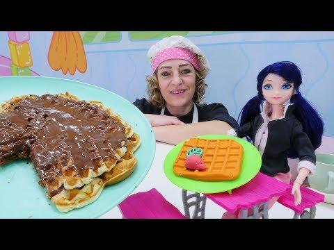 Nicole macht Waffeln für Marinette - PlayDoh Video für Kinder