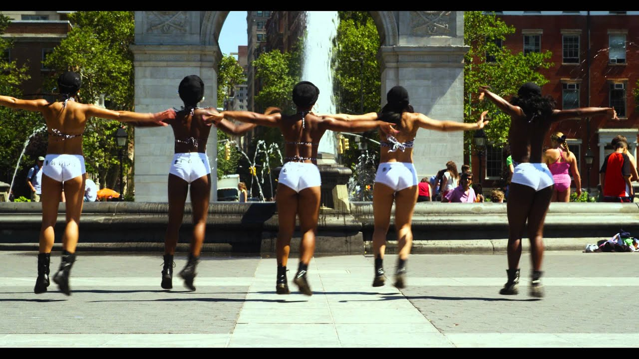 BANJI TWERK TEAM at Washington Square Park Feat. Sángo - Me dê Amor.