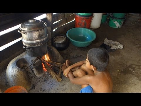 string-hoppers-/-sri-lankan-recipe-for-home-made-rice-noodles-fillmed-in-a-village-house-made-of-mud