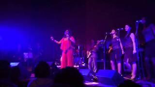 Maxine Brown live in Santiago de Compostela (1 of 2)