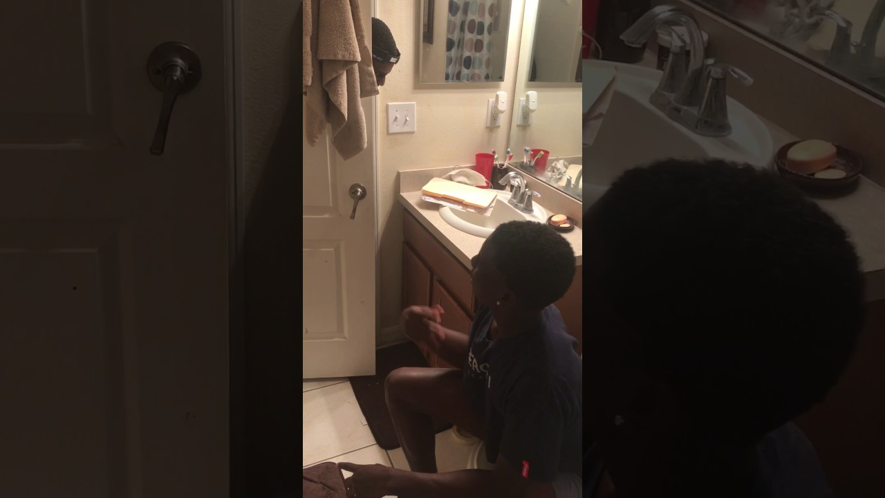 Friday bathroom scene youtube for Bathroom scenes photos