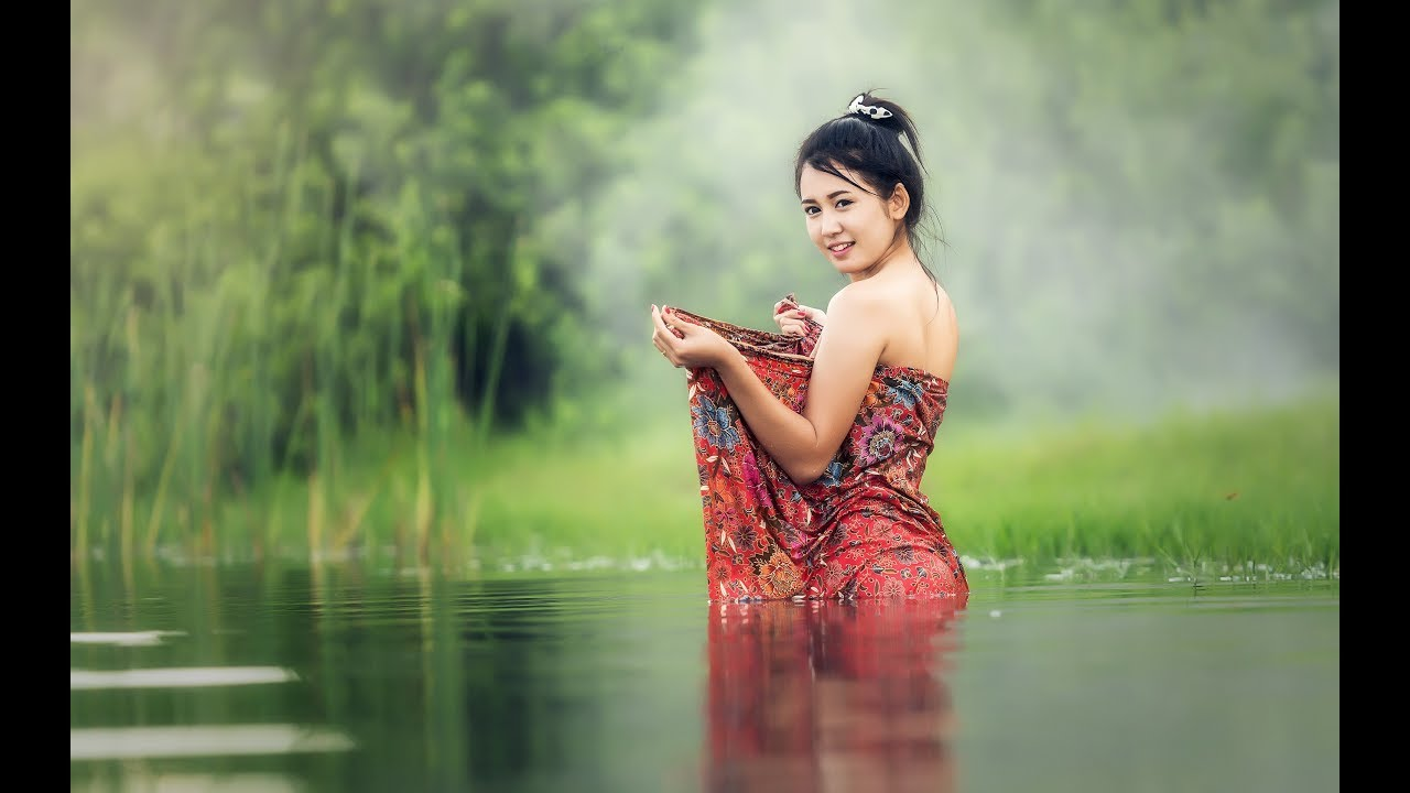 ef758739252af Cambodia Girl Swim Follow And Catch Fish And Shrimp