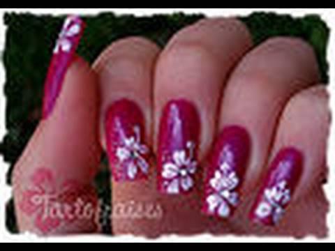 Hibiscus nail art au vernis