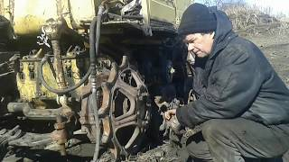 Работа в селе. Натяжка гусениц, установка звездочки катка на тракторе.
