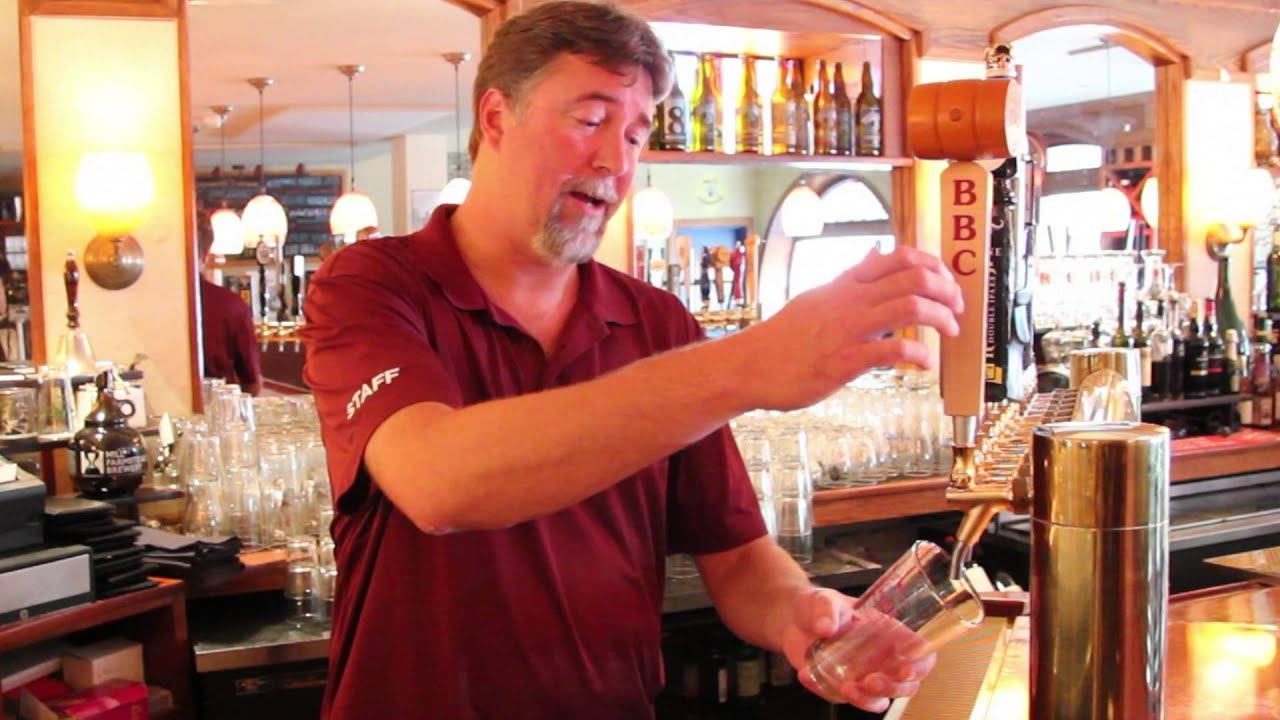 How to Pour Draft Beer... Correctly - YouTube