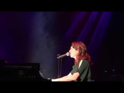 Regina Spektor- Bleeding Heart (forgets to sing)