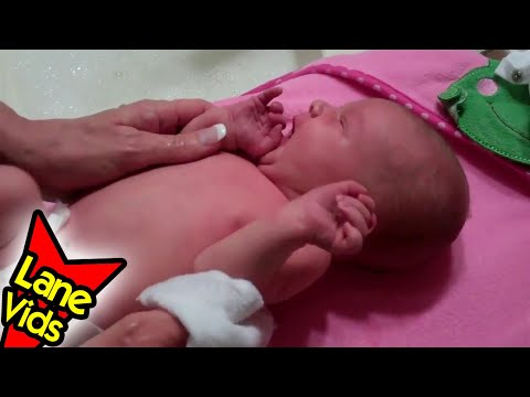 Baby's First Bath + Umbilical Cord Fell Off