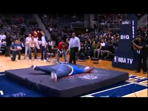 Fat Man Tries Slam Dunk - FAIL - YouTube