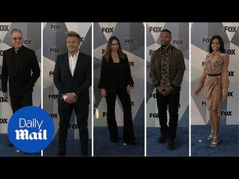 Jennifer Love Hewitt joins fellow Fox stars on the red carpet - Daily Mail thumbnail