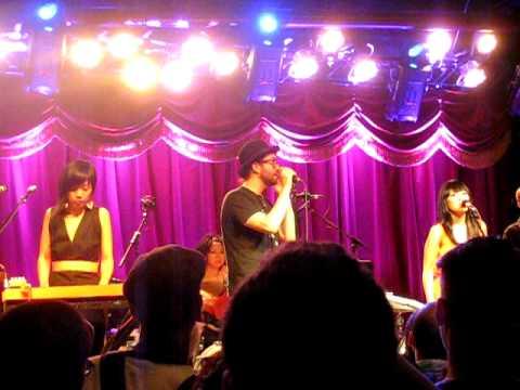 Cibo Matto - Moonchild (with Sean Lennon) - Live in Brooklyn
