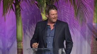 Blake Shelton presents Kelly Clarkson with Variety's Power of Women Awards