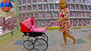 Едем в Магазин Игрушек Покупаем Коляску для Куклы / Видео для Детей