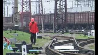 Обрушение путепровода в Лозовой (Украина)(Обрушение путепровода через железную дорогу в Лозовой (Украина, Харьковская область) Видео: http://www.objectiv.tv..., 2010-04-23T04:56:48.000Z)