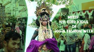 Peserta ini Mirip NYI RORO KIDUL Pada Karnaval JOGJA FASHION WEEK Malioboro PART 3