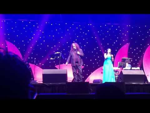 Hariharan & Ranina Reddy Live Duet Performance of Bahoon Ke Darmiyaan in Birmingham 2011 at NIA