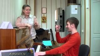 Урок вокала. Преподаватели на перемене структурируют джазовый стандарт