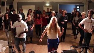 Stine Ortvad underviser Salsa intro time for alle