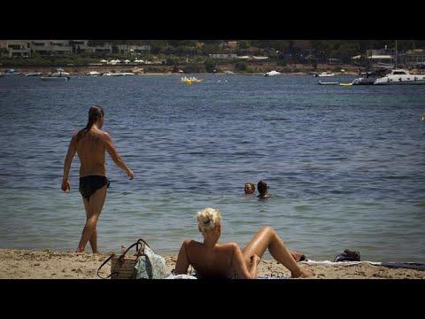شاهد: هدوء غير مألوف في جزيرة إيبيزا الاسبانية وموظفو قطاع السياحة يخشون انهيار القطاع …  - 06:56-2020 / 8 / 3