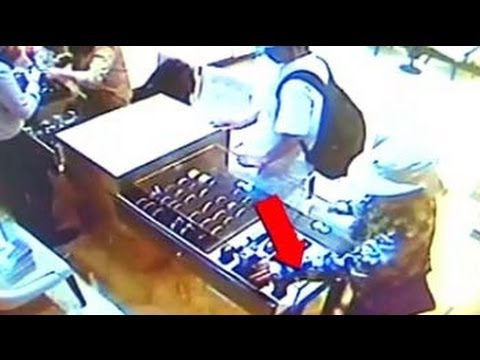 Caught on camera: Jewels worth Rs 40 lakh stolen from showroom