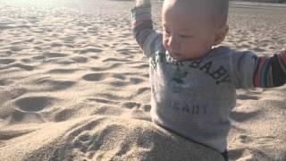 海岸で、砂遊びした 誠希千くん! 楽しそう~