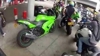 Aksi Club Ninja 250 saat di Pom Bensin