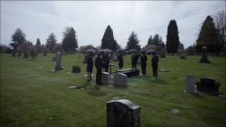 the flash 2×23 funeral de henry allen