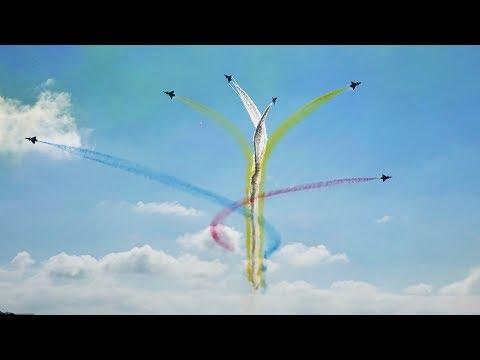 Chinese Air Force's Bayi aerobatic team stuns airshow audience