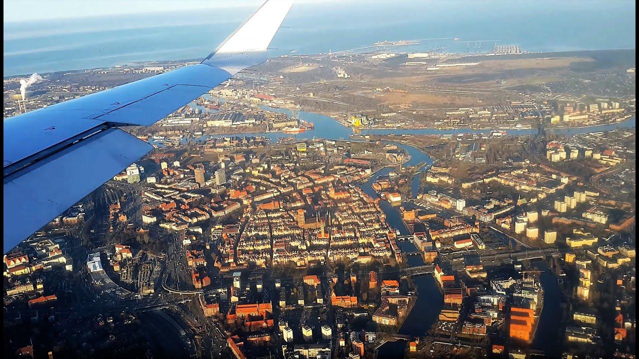 Widok na Gdańsk z samolotu i lądowanie na Lotnisku Lech Wałęsa Airport  - 4k 2160p