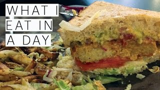 What I Eat in a Day | Cottage| EASY VEGAN RECIPES | Veggie Burger | Breakfast Sandwich |The Edgy Veg